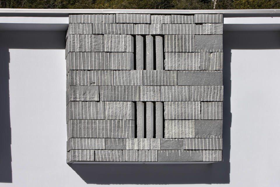 Alfredo polti: showroom al aire libre en la fachada   stone ideas.com