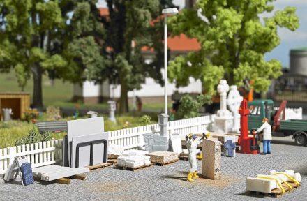 Firma Busch: Steinmetzbetrieb für die Modelleisenbahn. Foto: Busch