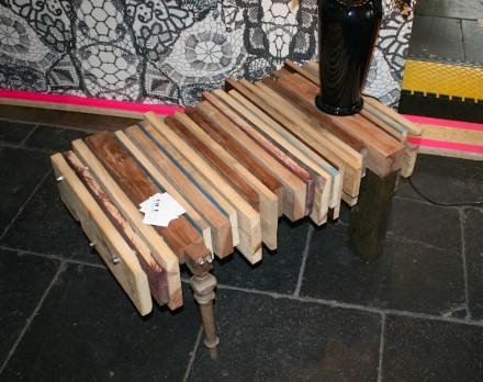 Ebenfalls Abfallstücke aus Holz nutzte Orterfinder aus Berlin für den Tisch.