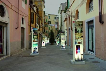 Carrara Marble Weeks: Percorso con dieci installazioni in marmo dedicato al design alle ditte. Foto: Carrarafiere
