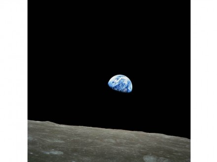 Earthrise over the Moon, picture taken by Apollo 8 on December 24, 1968. Photo: Wikimedia Commons