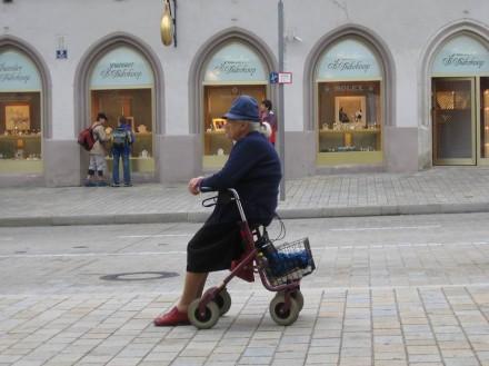 Die Alten wollen, das ist bekannt, möglichst lange unabhängig und eigenverantwortlich leben.
