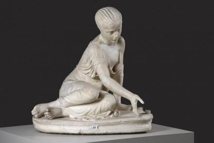 Unbekannter Künstler der Antike: Knöchelspielerin, 160-200 n. Chr. Antikensammlung Berlin / Foto: © SMB PK