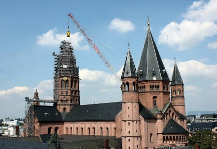 86 m misst der Turm mitsamt der neuen Spitze.