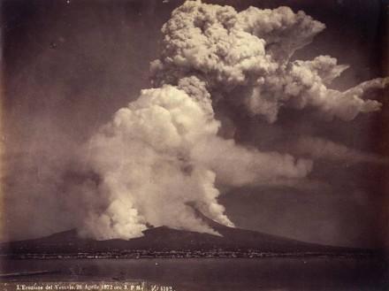 Eruption des Vesuv in heutiger Zeit: am 26. April 1872, um 15 Uhr. Foto: Wikimedia Commons