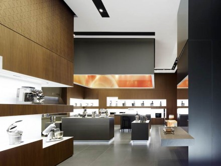 Lightness in contrast to the massive stone is achieved with the help of under-counter strip-lighting which seem to let the counter block hover above ground.