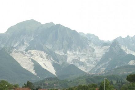 "The ""White Mountains"" behind Carrara."