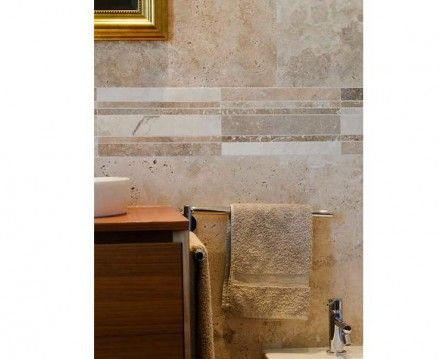 Horizontal stripes along the tiled surface of a wall can set a special accent in bathrooms.