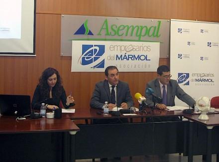 El presidente de AEMA, Antonio Martínez Martínez, (centro) en la rueda de prensa.