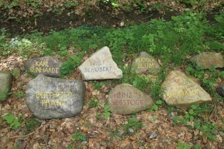 Einige der inzwischen fertiggestellten 200 Gedenksteine. Foto: Katharina Brand, Gedenkstätte Buchenwald