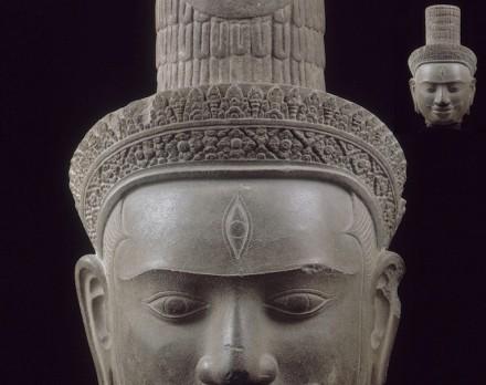 Testa della divinità Shiva, inizio del 10° secolo; dal tempio di Phnom Bok, pietra arenaria.