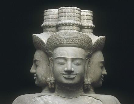 Dios Brahmá. Principios del s. X; procedente de los alrededores de Vat Baset. Piedra arenisca.
