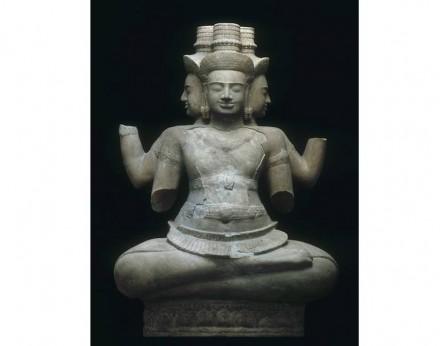 Divinità Brahma, inizio del 10° secolo, dalla zona di Vat Baset, pietra arenaria.