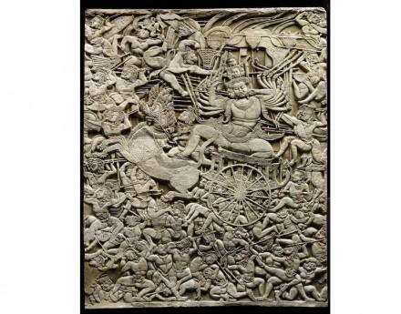 Schlacht von Lanka mit Ravana auf seinem Streitwagen (Detail), erste Hälfte des 12. Jahrhunderts, Tympanon aus Angkor Wat, Gipsabguss.