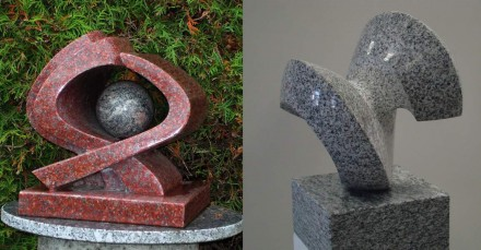 Links: Arbeit von Ernst Ghenzi (Vater), Vanga Granit mit Azul Bahia Kugel, poliert, ca. 28 cm. Rechts: Arbeit von Ernesto Ghenzi (Sohn), Bianco Cristallo Granit, 28 x 28 x 38 cm, poliert/gespitzt.