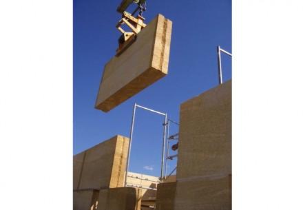BNa construção com pequenos blocos de rocha maciça, o material pode ser reutilizado quase ilimitadamente em caso de demolição. Fotos: Jean Paul Foucher, Matthieu Pinon, Pierre Actual