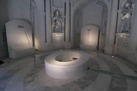 "Philippe Daverio, Jacopo Muzio, Henraux: ""The Imaginary Bath""."