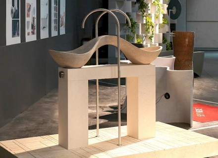 """This variant of Vicenza Stone is usually discarded due to its two-tone properties. But here one sink was dedicated to each of the two colors. Thanks to the carrier construction (a further color variant) the sinks are accessible from all angles. Title: """"Yi bèi""""."""