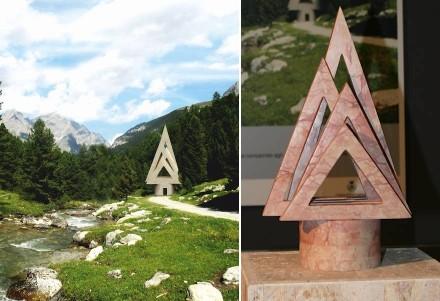 """""""Nagy"""" di Mauro Corbioli. Nel respiro del bosco, da sempre luogo consacrato agli dei, una piccola chiesa che, come una pianta, si protende verso il cielo."""