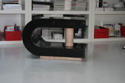 """Magnet table"", 75 x 45 x 50 cm."
