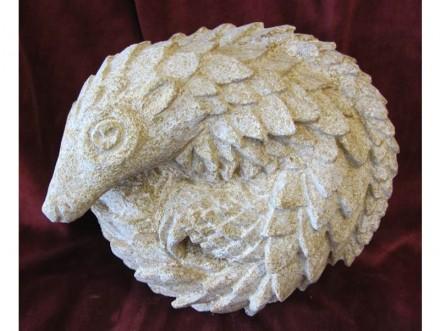 """""""Pangolin"""" (Schuppentier). Ham stone 280 x 280 x 120 mm."""