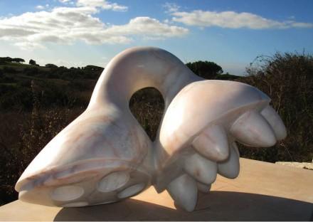 """Beatriz Cunha: """"Kondylos"""", mármore."""