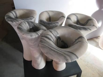"""Beatriz Cunha: """"Tubiporos"""", mármore."""