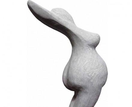 """René Geier: """"Nicki"""", Schwarzachtobler Sandstein, 60x45x45 cm."""