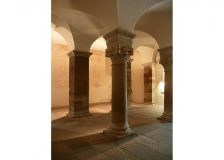 Säulen im Westwerk. Foto: Karl-Heinz Meurer / Wikimedia Commons