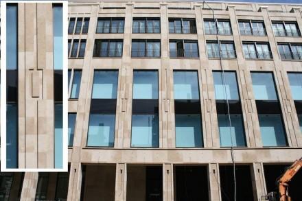 Sehenswert ist auch die Art der Verkleidung der Außenwände: reich strukturiert und dennoch nicht überladen sind die Fassaden..,