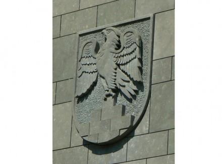 Wappen von Anröchte in heimischem Sandstein. Foto: Daniel Gura / Wikimedia Commons