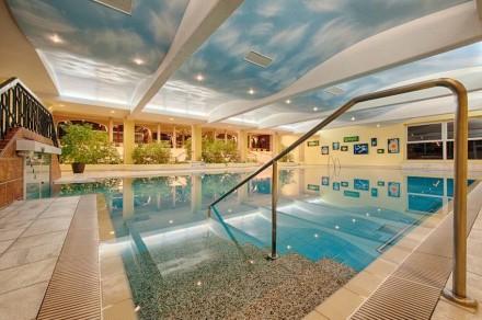 Zum Hotel gehört die Thermenwelt mit Wellness und allem, was dazugehört. Foto: Hotel Pulverer
