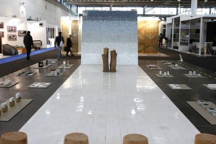 "<a href=""http://www.gumdesign.it/""target=""_blank"">Gumdesign</a>, <a href=""http://www.friulmosaic.com/""target=""_blank"">Friul Mosaic</a>: ""La Casa di Pietra"". Foto: Ennevi"