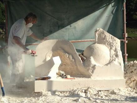 Monumental art at the International Symposium in Oudon. Foto: Service tourisme, Oudon