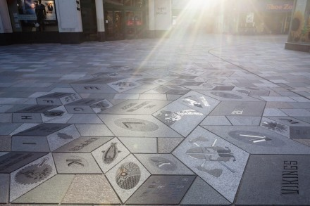 Isle of Man: The refurbished road paving in the capitol Douglas was endowed with the British Natural Stone Federation Prize.