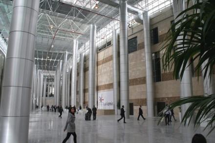 Uma verdadeira joia para apresentações de rochas ornamentais é o novo centro de exposições em Esmirna.