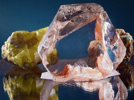 Dieser Bergkristall ist nur eines der vielen Minerale, die in der neuen Sonderausstellung in der Mineralogischen Sammlung der Universität Jena zu sehen sind. Foto: Jan-Peter Kasper/FSU