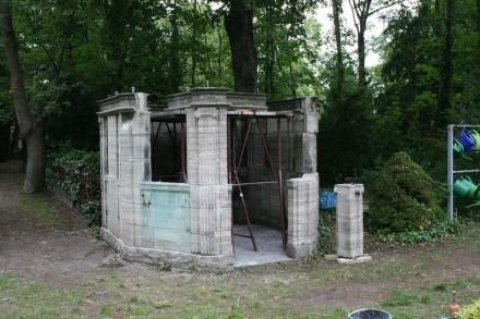 Ein Kleinod ist das Grabmal des Kgl. Hofsteinmetzmeisters Schilling in Berlin.