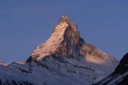 Sonnenaufgang am Matterhorn im Winter. Foto: Kurt Müller / Zermatt Tourismus