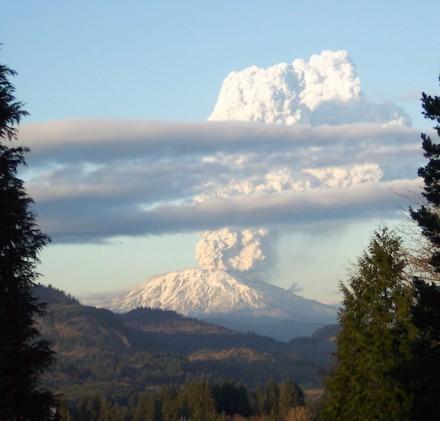Es waren weit größere Eruptionen als die des Mount St Helens, die das Wetter auf der Erde in großem Stil beeinflussten. Das Foto wurde während dem Ausbruch am 8. März 2005 aufgenommen. Foto: Matt Kennedy / Wikimedia Commons