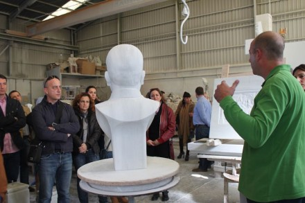 Marmortourismus in der Region Macael: Einführung in eine Bildhauerwerkstatt.