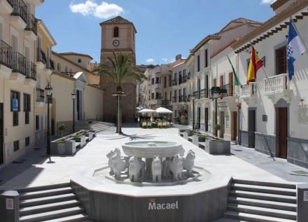 Marmortourismus in der Region Macael: Kopie des Löwenbrunnens aus der Alhambra in der Stadt Macael, Plaza de la Constitución.