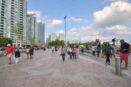 The pedestrian pathways on the waterside are decorated in maple leaf patterns.