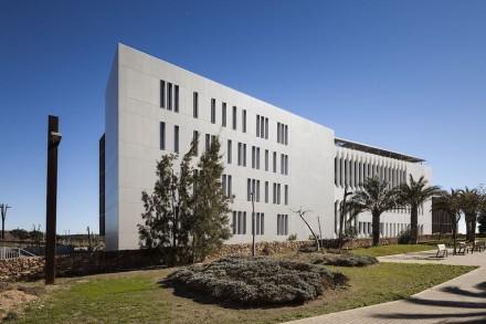 Il Premio Nazionale è stato assegnato allo studio Arapiles Arquitectos Asociados 15 per il design della sede aziendale del gruppo Cajamar. Sono stati utilizzati 5500 m² dell' Engineered Stone Dekton.