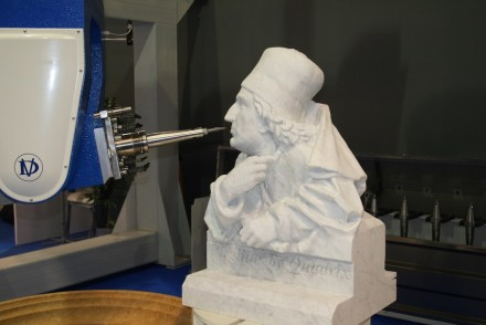 CAD-CAM technologies and robots in the process of artistic creation: does it influence working with stone?