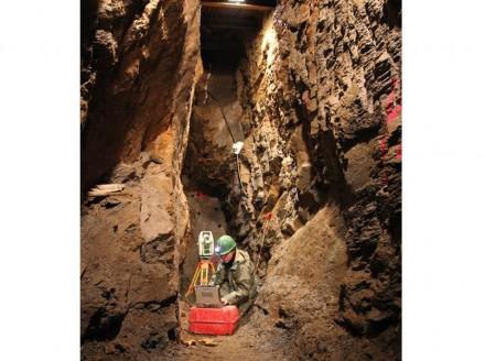 Vermessung in einem uralten Bergwerk durch das Landesamt für Archäologie Sachsen. Foto: Landesamt