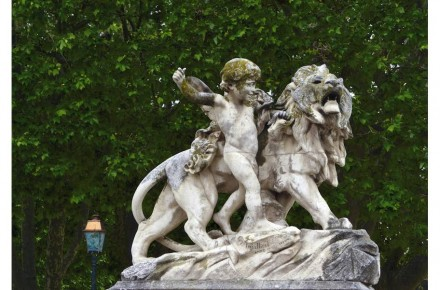 Category Heritage (sculptures), 2nd Prize: Michèle Méric, the kid and the lion, J-A Injalbert, Jardin du Peyrou, Montpellier.