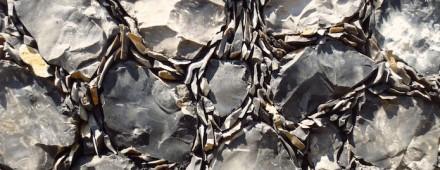 """Lo strato inferiore è stato creato seguendo il principio del così chiamato """"galleting"""": per questo procedimento le fughe vengono riempite con le schegge della lavorazione della pietra. Foto: David Smith, Flintman Company"""