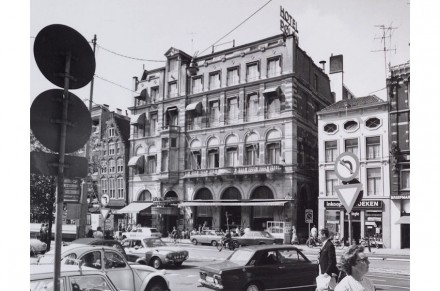 The site used to house a high-class hotel, and, as can be seen on the right in the photo – a narrow building. A passage straight across the property divided the two.