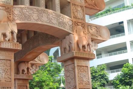 Odyssey: Torana-Gate a Kuala Lumpur.